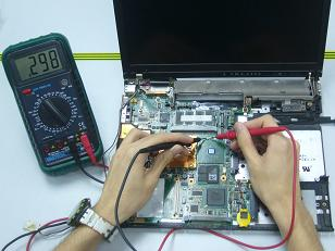 naprawa płyty głównej w laptopie